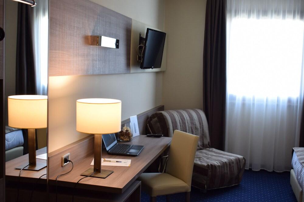 Gallery image of Roma Domus Hotel