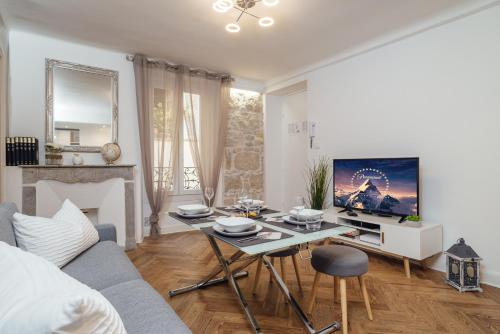 Le Chic an authentic 2 bedroom apartment in Central Nice