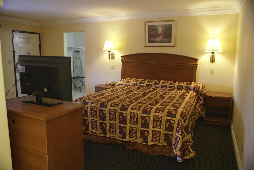 Gallery image of Colony Inn