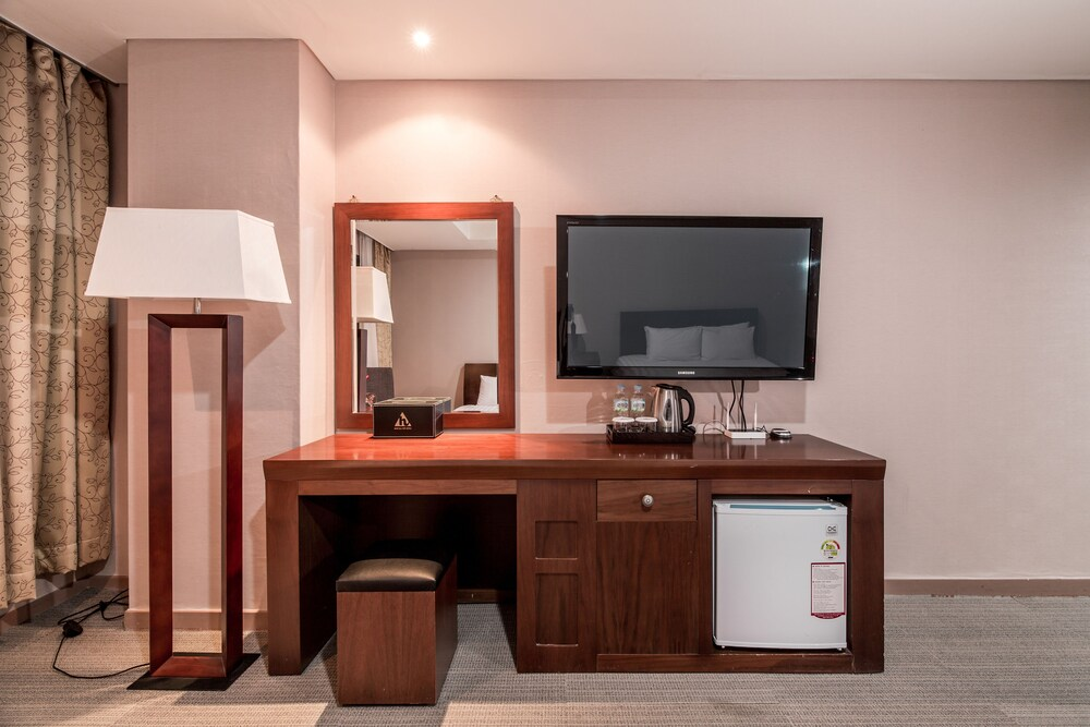 Gallery image of New Hilltop Hotel