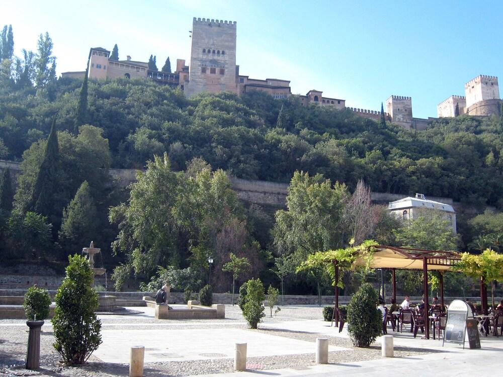 City Apartment Near the Alhambra