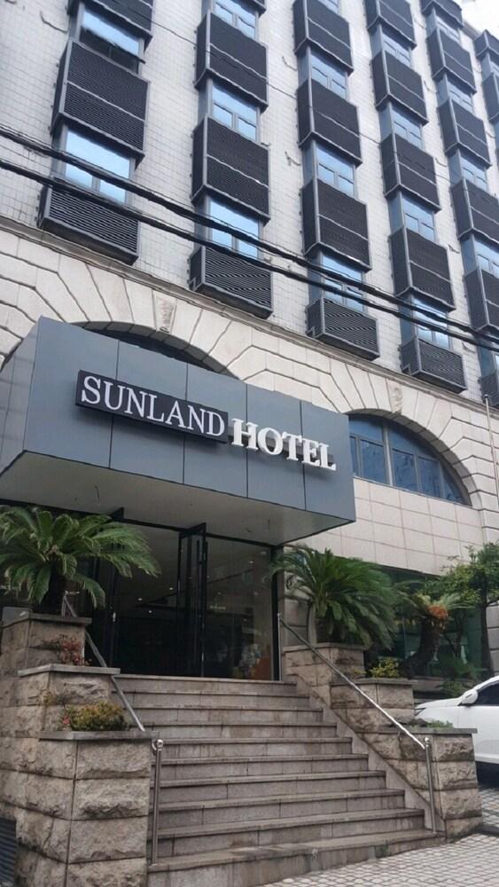 Iwell Sunland Hotel