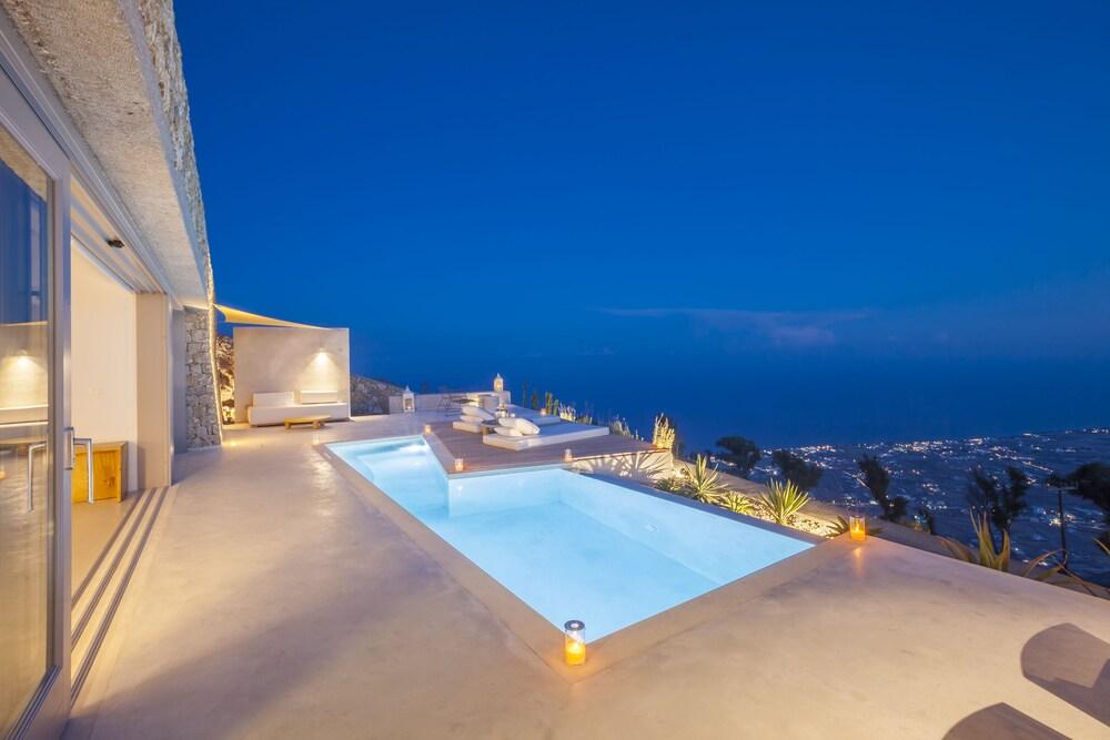 Santorini Heights