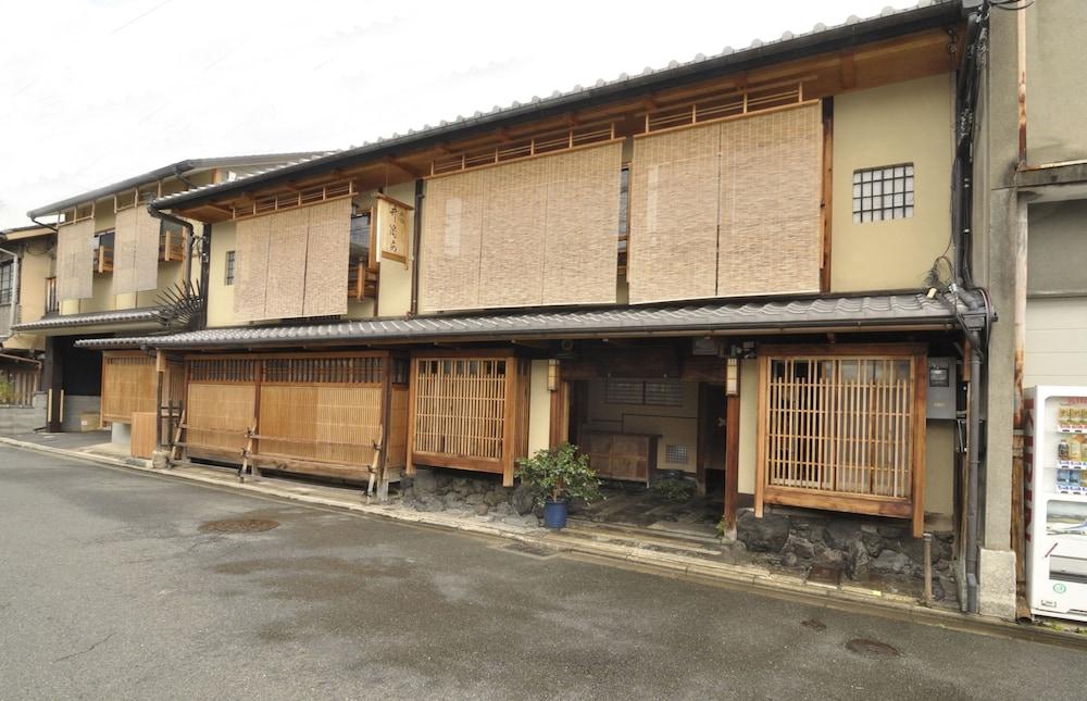 Traditional Kyoto Inn serving Kyoto cuisine IZYASU Former Ryokan Izuyasui