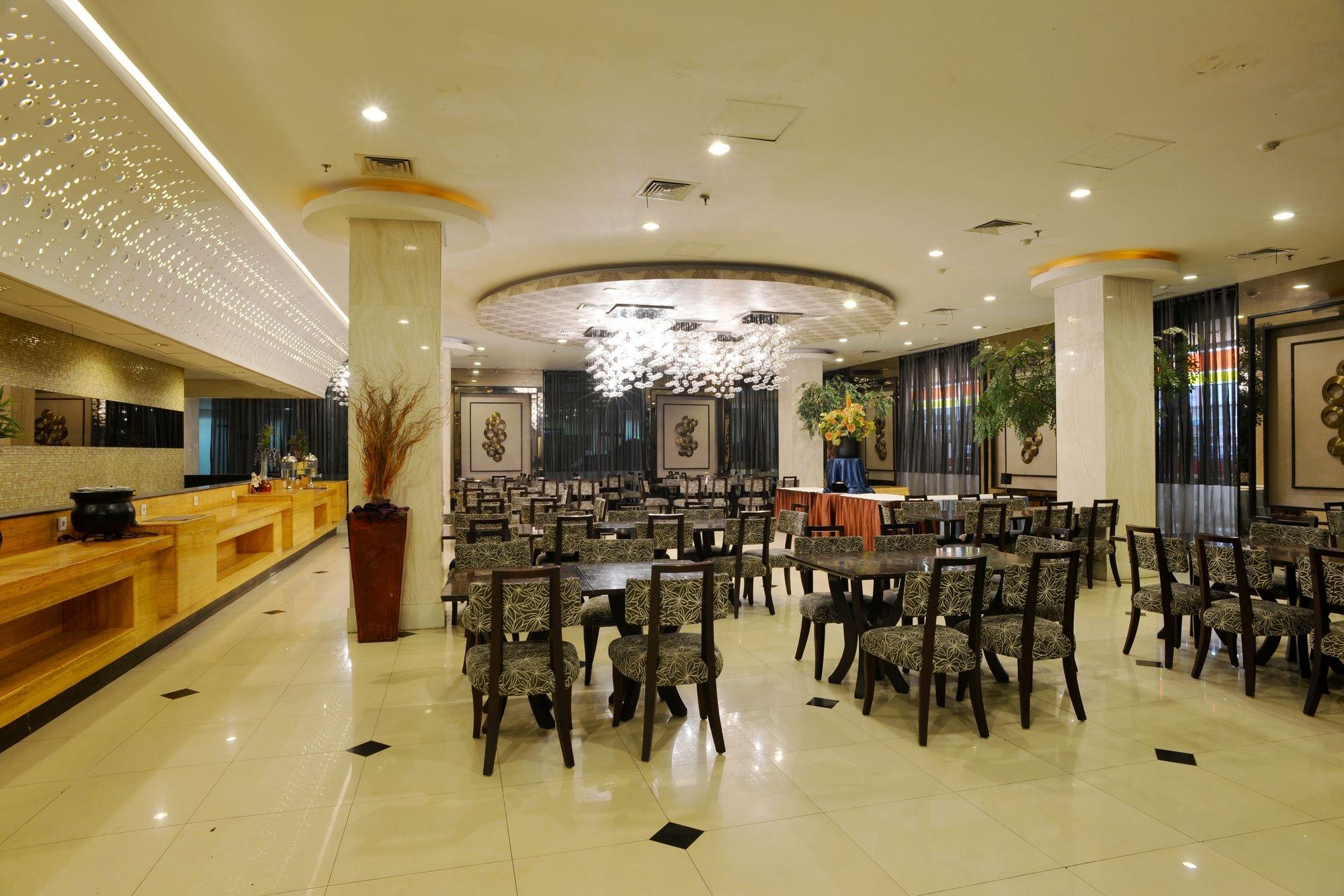 Opulence Folksy Hotel Jakarta Airport