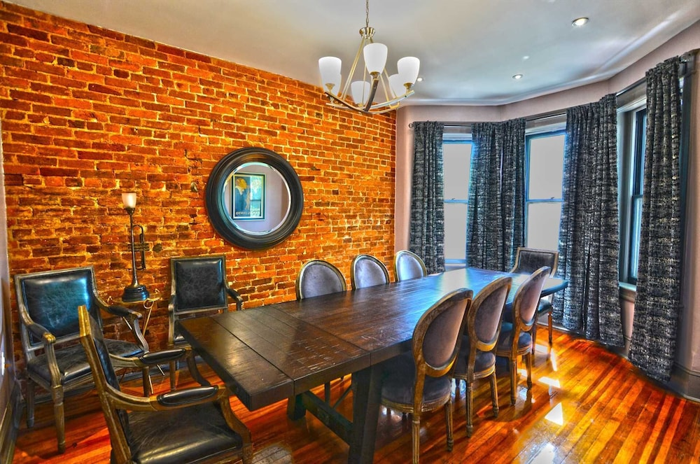 130 Southeast Townhome #1064 4 Br Townhouse