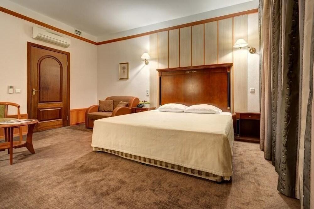 Kristoff Hotel