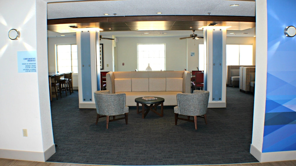 Gallery image of Holiday Inn Express & Suites Plainview