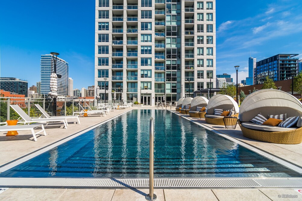Apartment in River North with Balcony