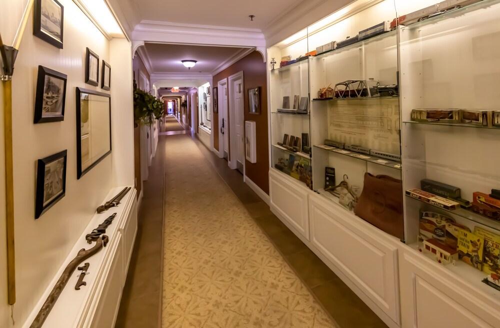 Gallery image of Depot Inn & Suites