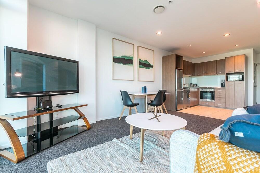 Zodiak's 2 Bedroom Apartment CBD Parking
