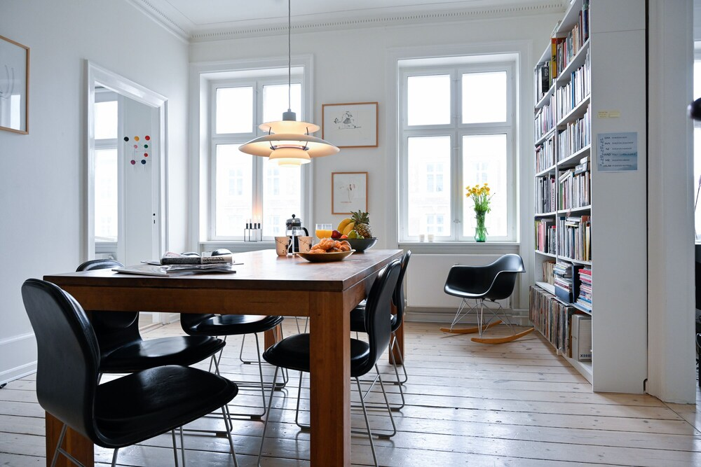 Beautiful 2 bedroom Apartment With Designers Furniture in Downtown Copenhagen