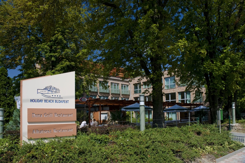 Gallery image of Holiday Beach Budapest Wellness & Conference Hotel