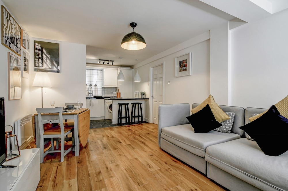 Gorgeous and Modern Central Manchester apt for 6
