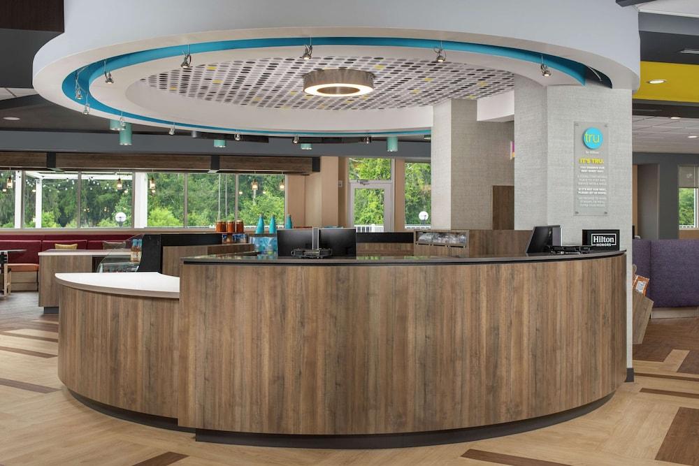 Gallery image of Tru by Hilton Lake City