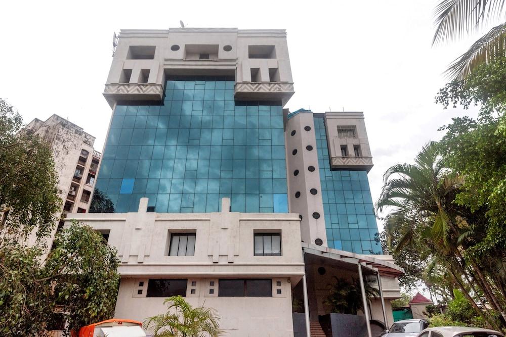 Capital O 45497 Savoy Suites