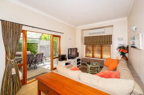 Mt Eden B&B Private Queen Suite with parking Breakfast & HOT TUB