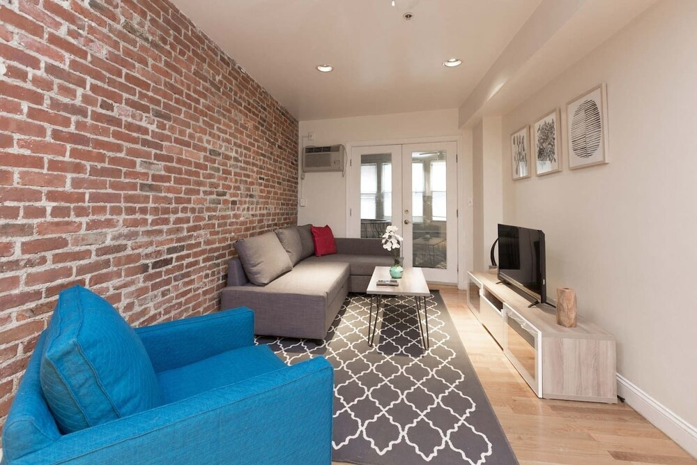 Upscale 3br 2ba in Heart of North End by Domio