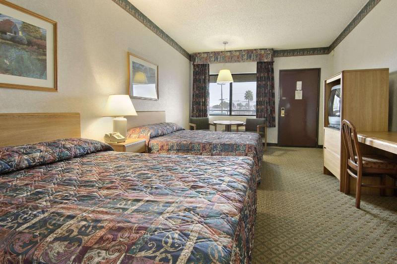 Gallery image of Travelodge by Wyndham Commerce Los Angeles Area