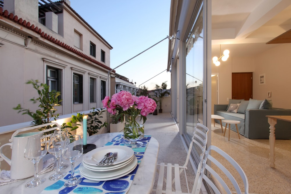 Live in Athens Plaka Suites