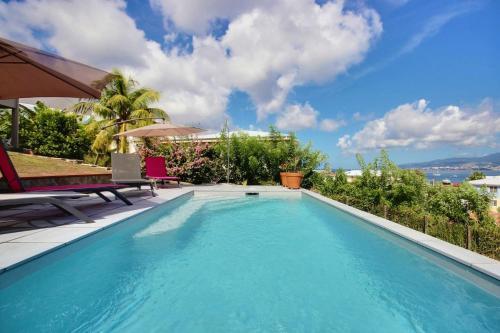 Villa Cécia : piscine vue mer plage activités et commodités à pieds