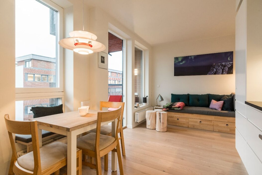 StayPlus Modern Apt Rooftop Terrace