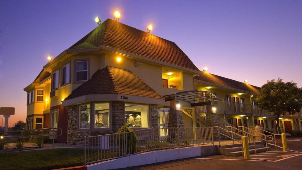 Gallery image of Red Roof Inn Sacramento Elk Grove