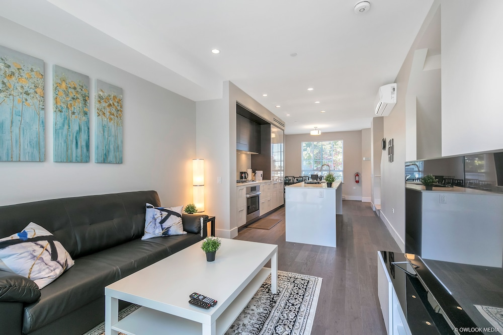 Modern Townhouse at Marine Elevate Rooms