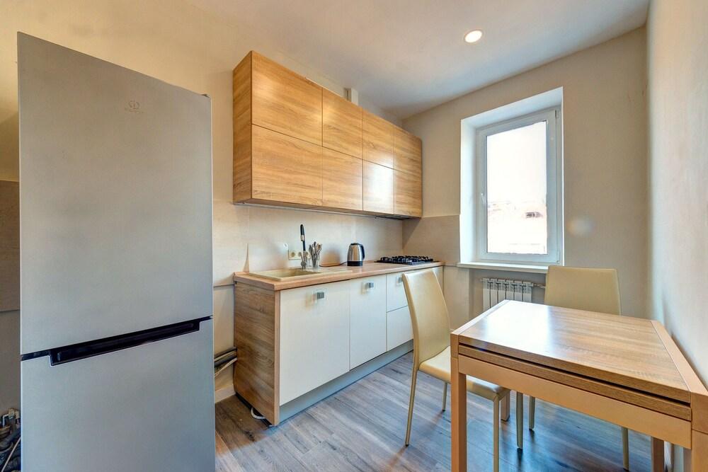 Luxury two room apartment Saksaganskogo