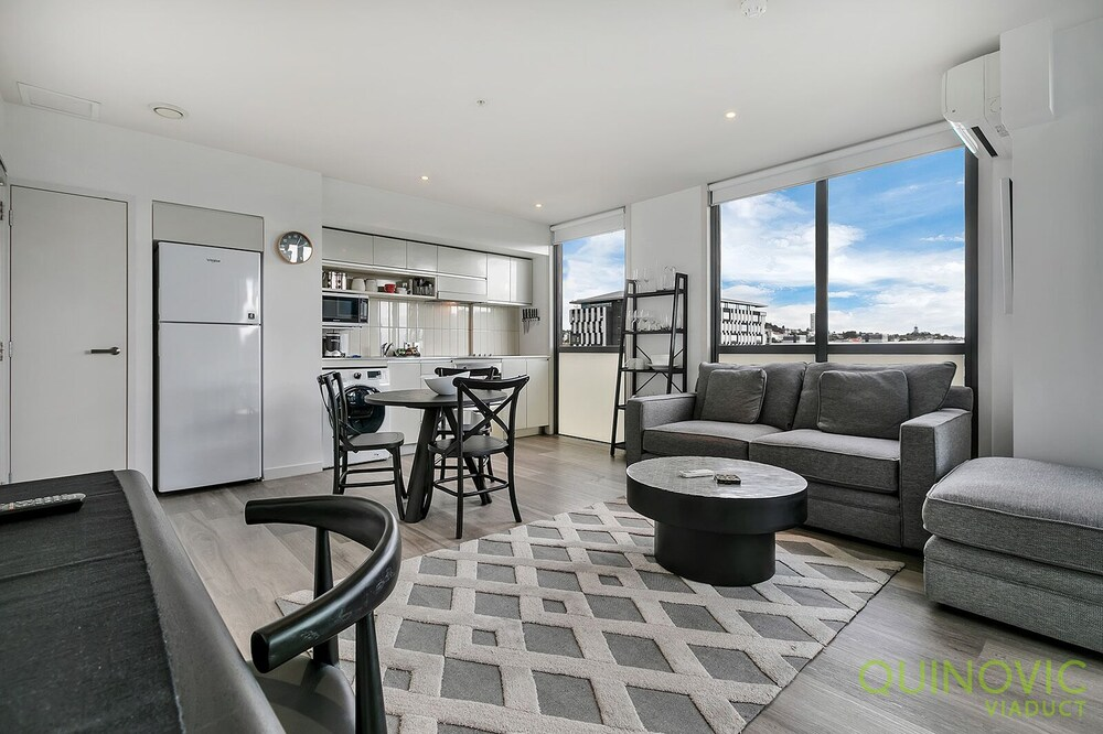 QV Ultra Modern Harbour Apartment 856