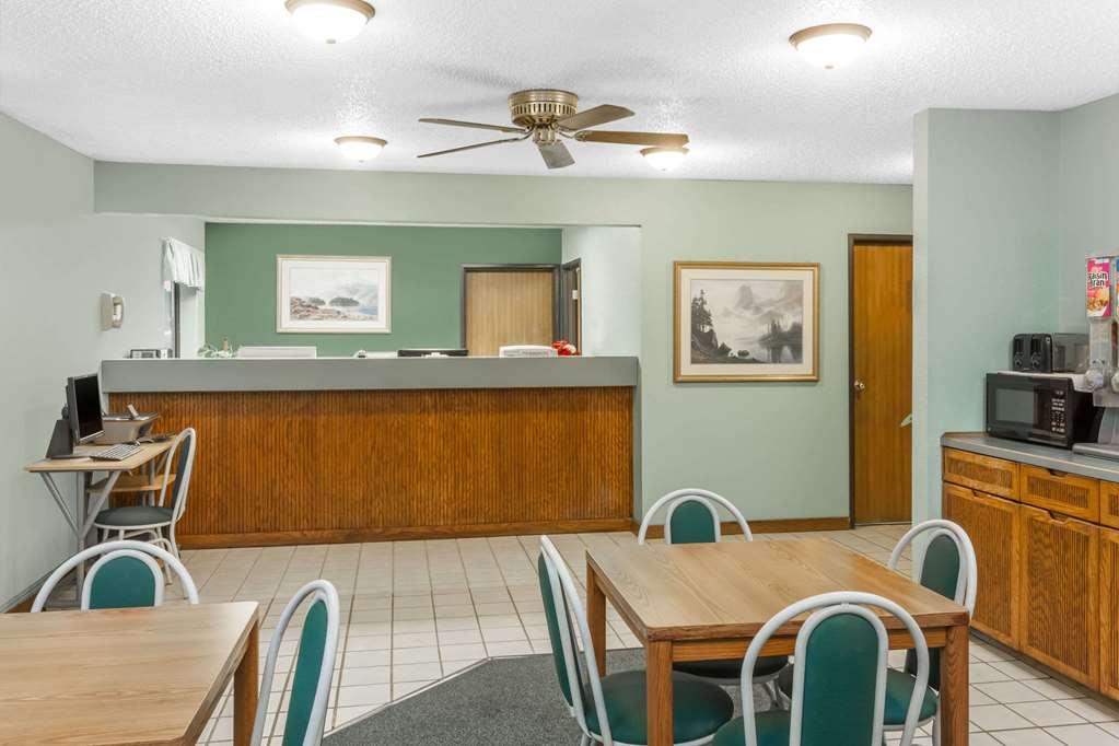 Gallery image of Super 8 by Wyndham Washington Peoria Area