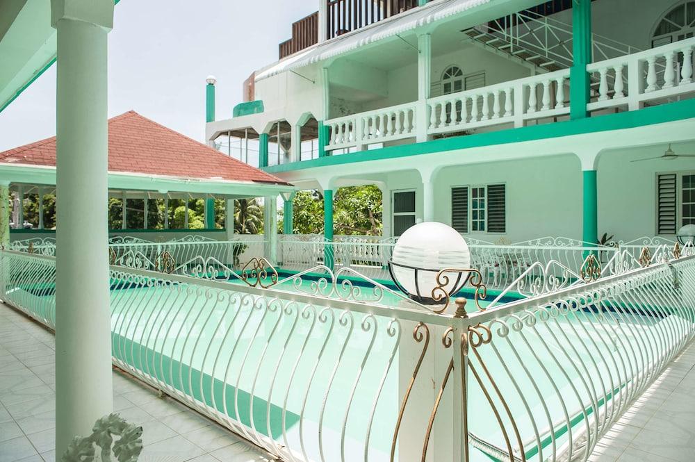 Diamond Villas and Suites