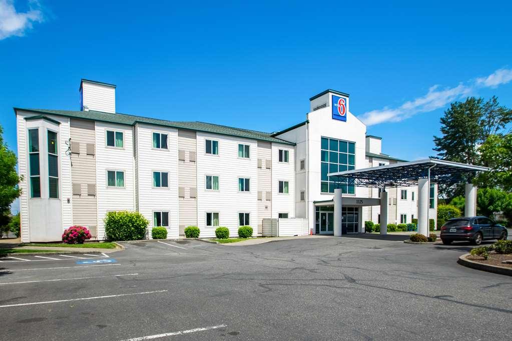 Motel 6 Portland OR North