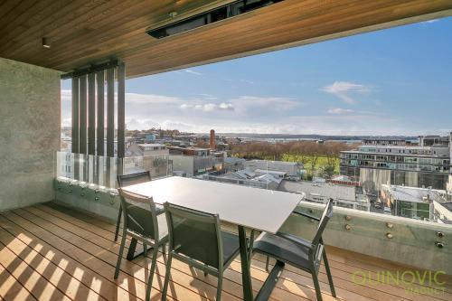 QV Luxury Victoria Park Apartment 813