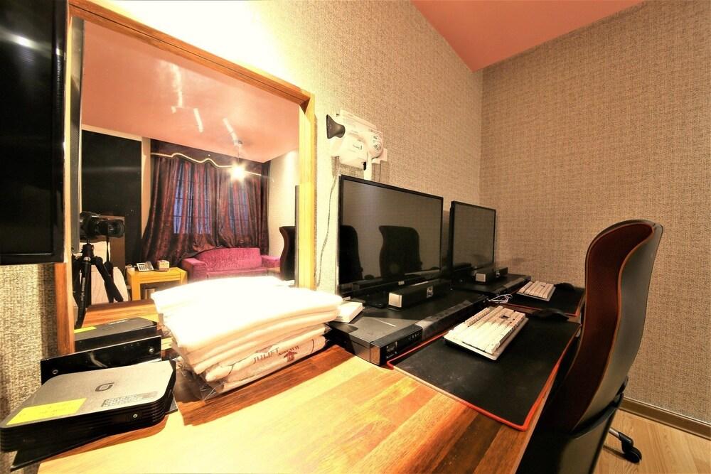 Gallery image of Sasang J
