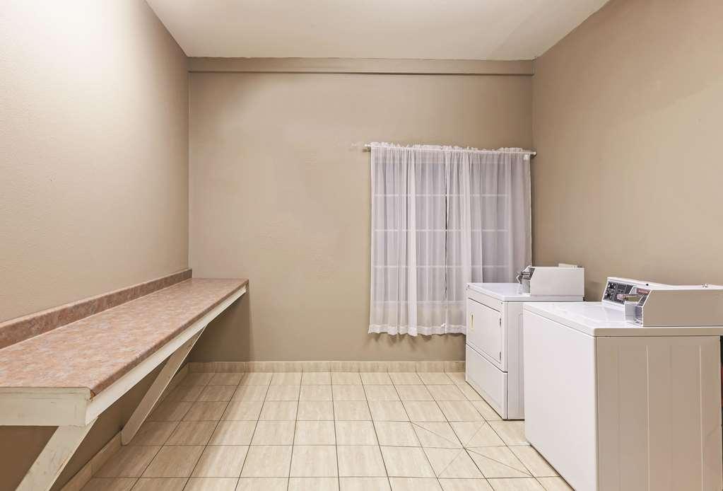 Gallery image of La Quinta Inn & Suites by Wyndham Granbury
