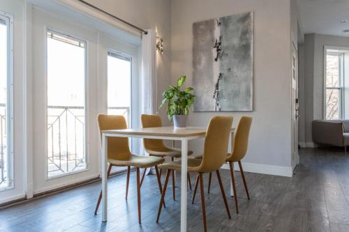 Contemporary Flat in Heart of Wrigleyville & By Transit