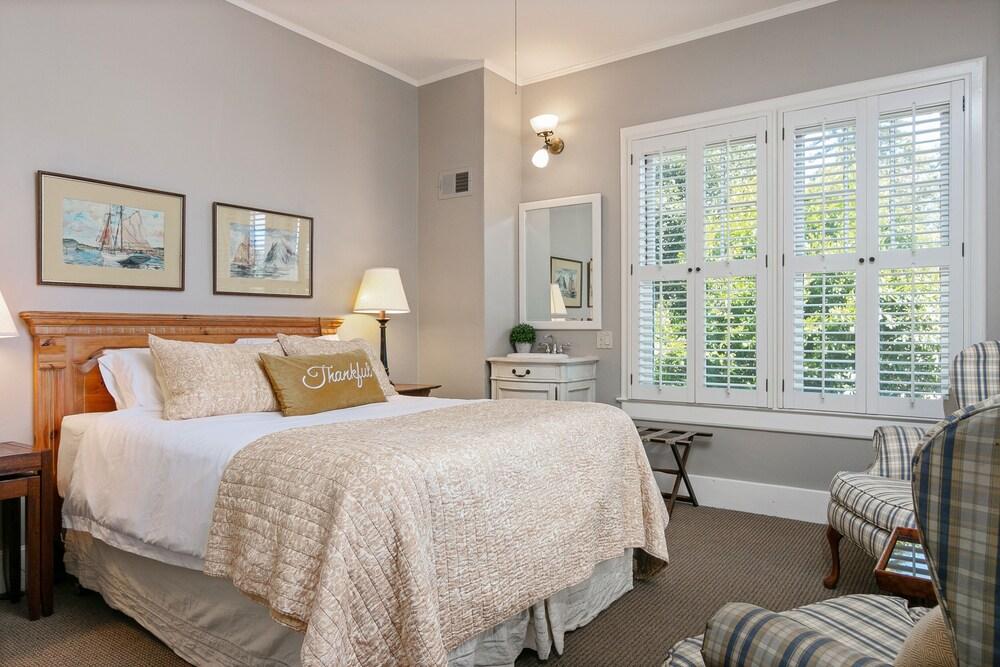 New Listing The Nichole Suite At De La Vina Inn Studio Bedroom Hotel Room