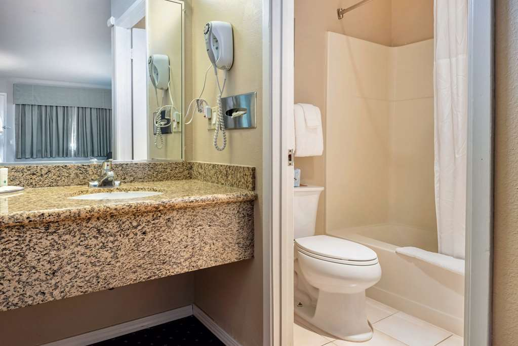 Gallery image of Quality Inn Monterey
