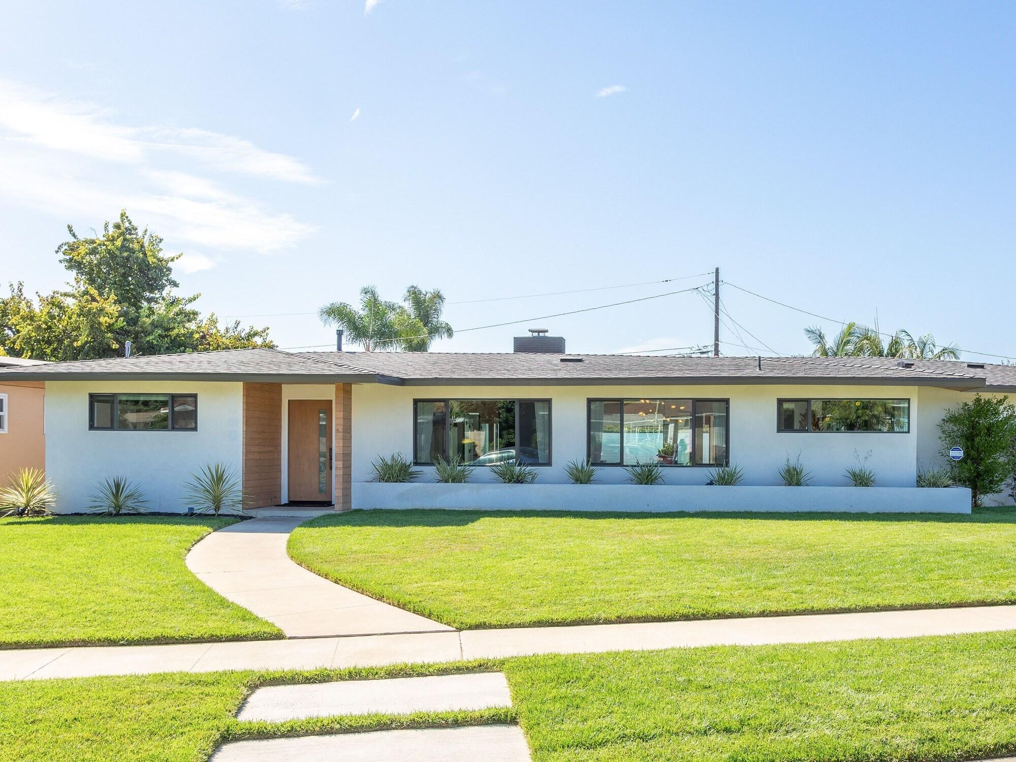 New Listing Mid century Modern Paradise W Pool 3 Bedroom Home