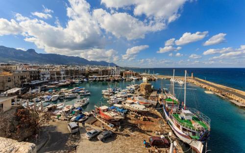 Harbour view flat in Kyrenia Girne
