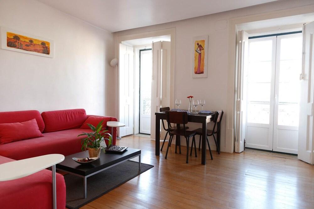Bairro Alto Apartment by Rental4all