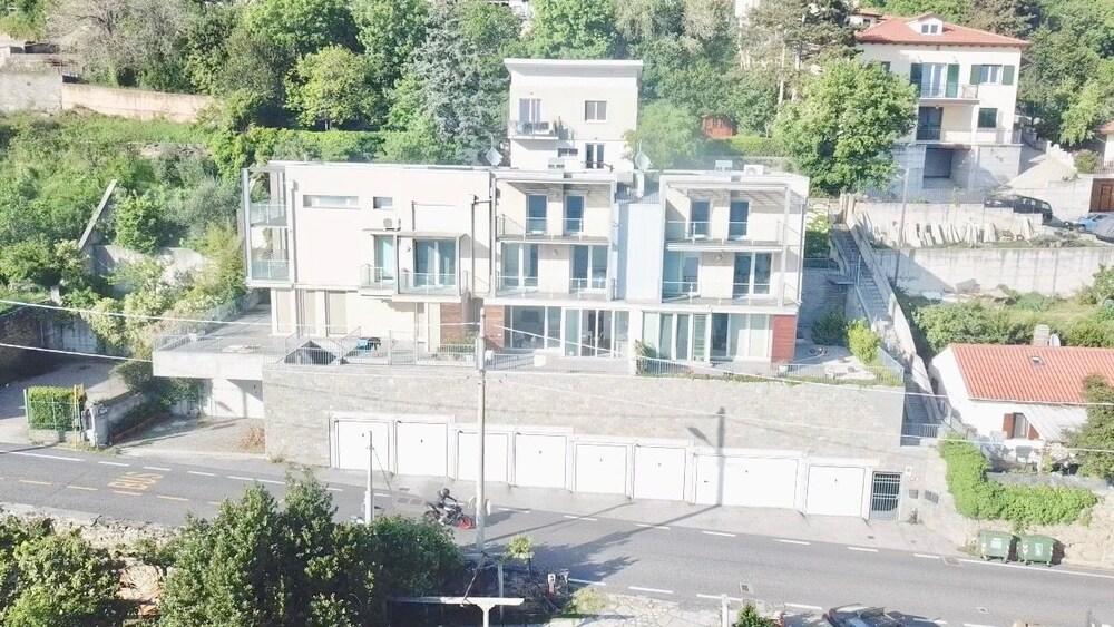 TriesteVillas EPIC SEA VIEW Str. Friuli 469 Luxury 3BR w parking 7 guests