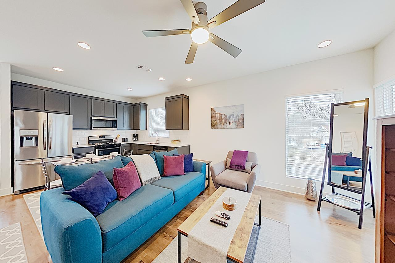 Stylish East Side Near Downtown & Manor Road 1 Bedroom Condo
