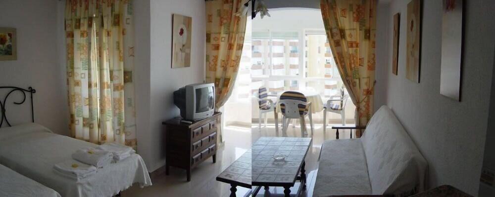 Gallery image of Apartamentos Intercentro Torrox Costa