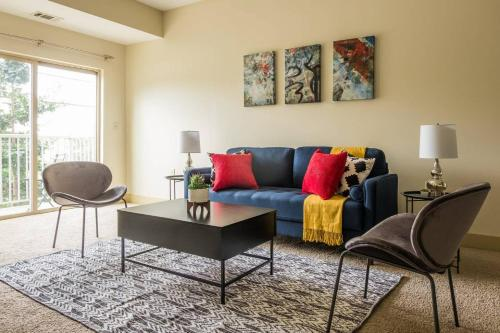 Luxe Modern 2BR Apt in North Oakland w Parking