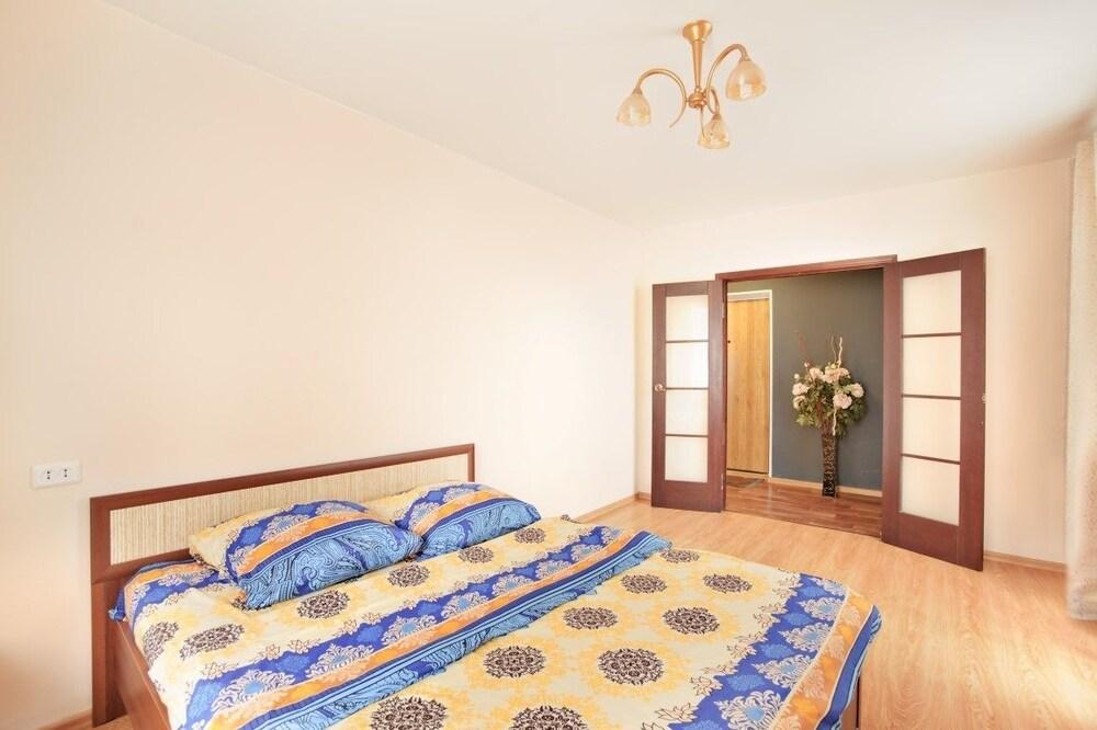 Apartment on Alliluyeva 12a 40