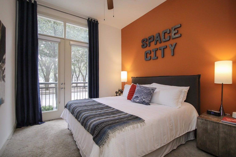 Impressive 1br 1ba Suite Near Galleria and Waterwall