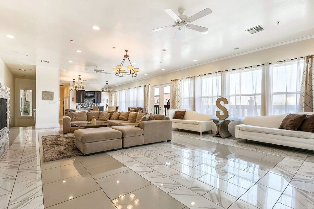 Carondelet Street Luxury Suites