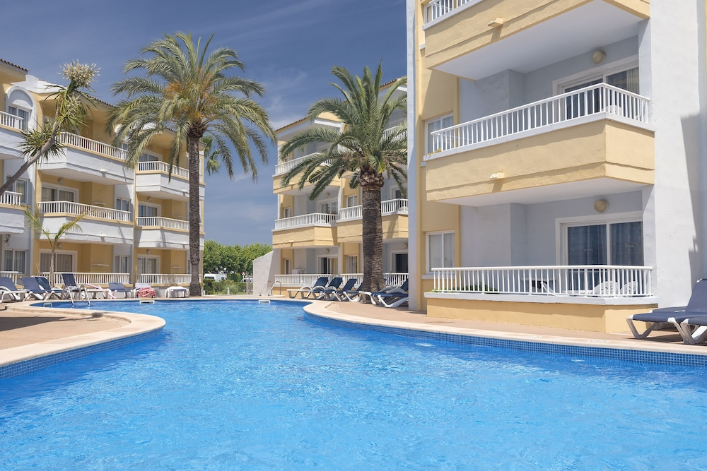 Gallery image of Palm Garden Apartments